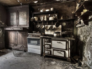 falling-apart-kitchen-kitchen replacement